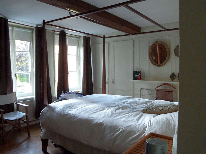 Typical house for 6, 3 bedrooms in the core of old town of Lille, vacation rental in Lille