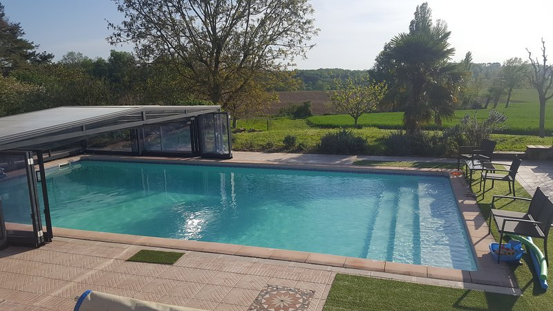 Beautiful house with pool access, location de vacances à Lougratte