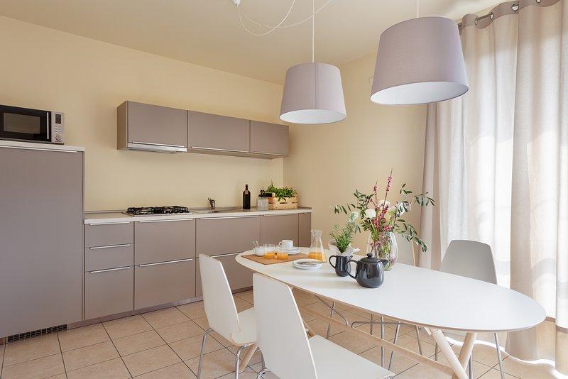 Trilocale 7  posti letto veranda, giardino, garage, wifi, Salò Lago di Garda, vacation rental in Prevalle
