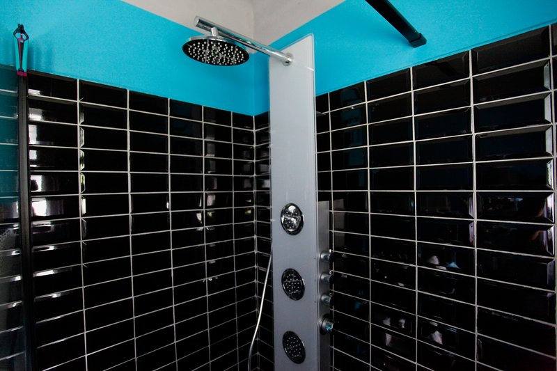 The Italian shower with a flat threshold