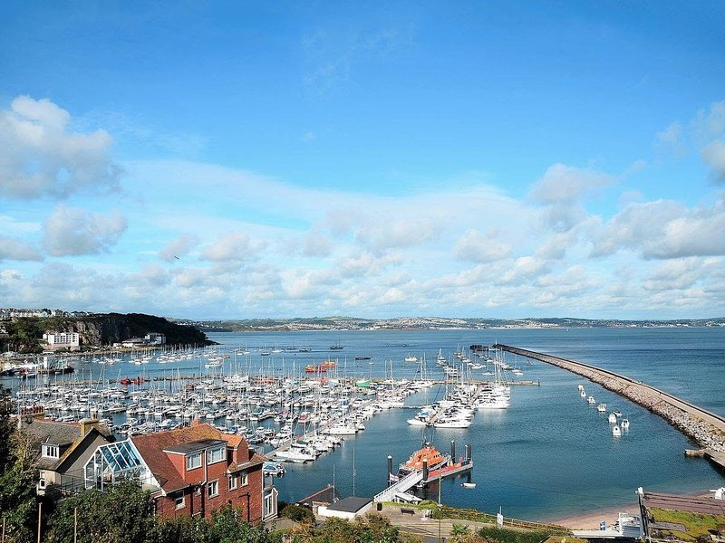 Bay Watch - Panoramic View overlooking Harbour and Ocean, Brixham, Devon, holiday rental in Brixham