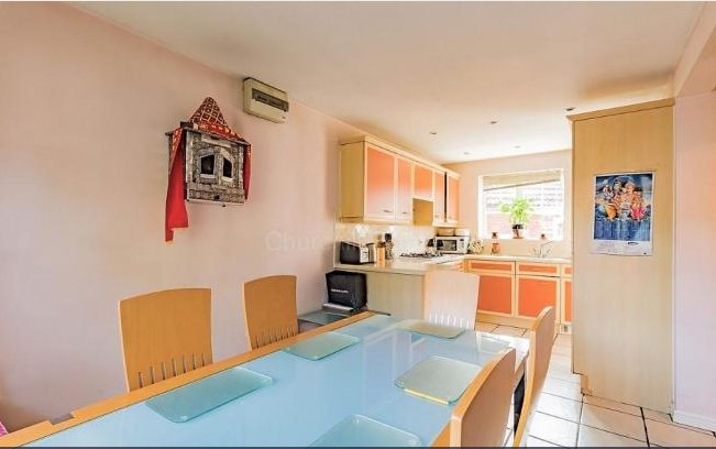 4 Bedroom Detached House : Room 3, vacation rental in Loughton