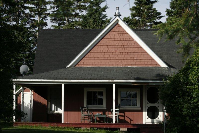 CMTR Cottage, vacation rental in Lorneville