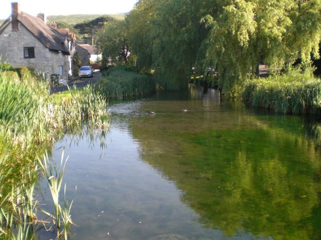 Pretty village of Sutton Poyntz with duckpond