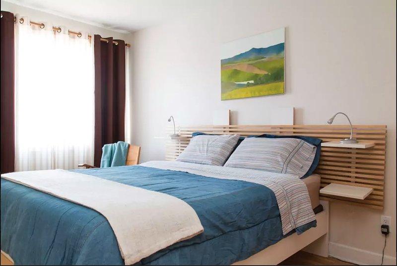 Deuxième chambre avec lit queen size.