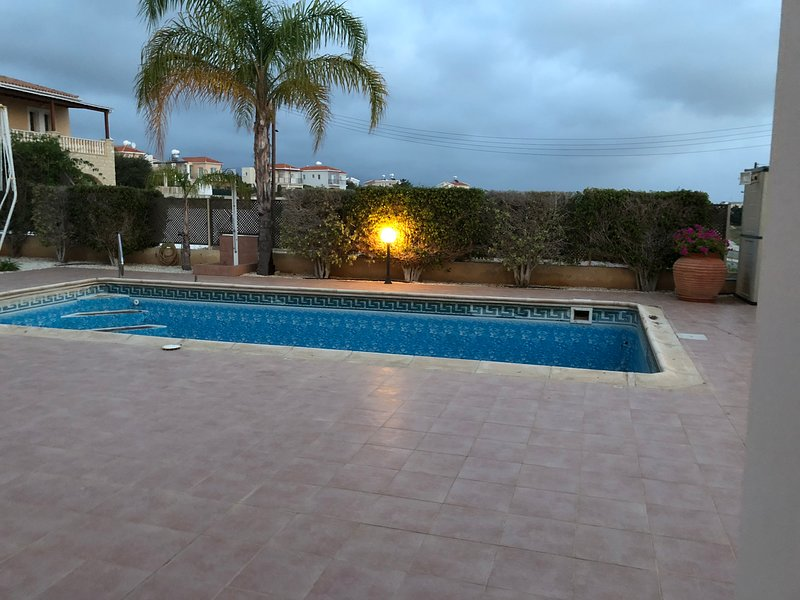 piscina después de haberse vaciado y antes de nuevo forro de la piscina está equipado (abril '18)