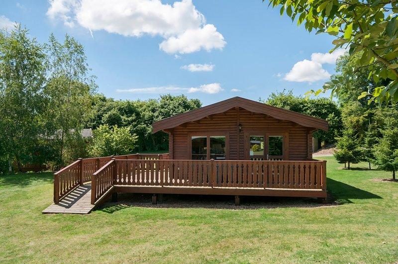 3 Bedroom, Luxury Scandinavian Lodge, set in woodland, holiday rental in Otterbourne