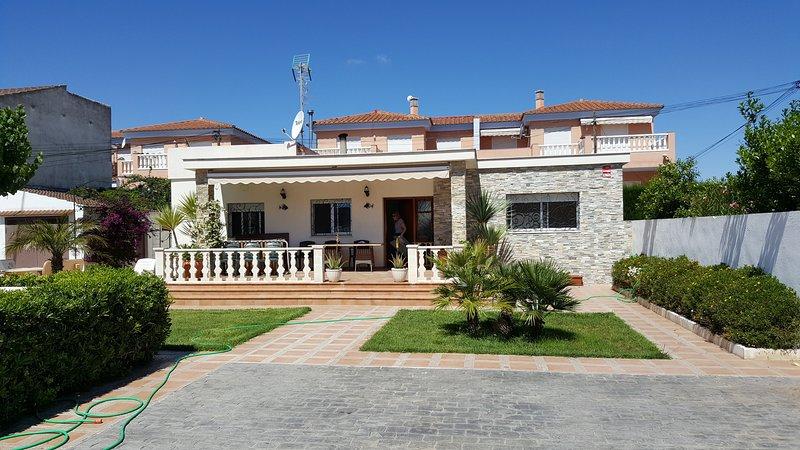 Chalet con piscina pricada, holiday rental in Vinaros