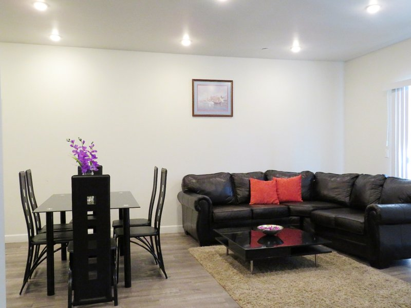 Living room seating area and dining table, seats 6