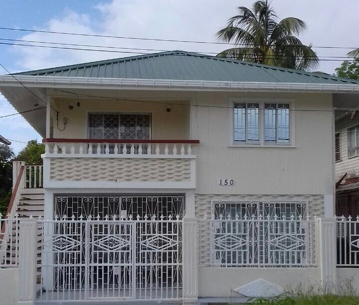 Century Palm Home, holiday rental in Georgetown