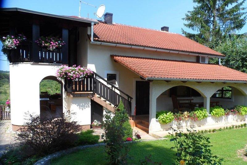 Ferienwohnung 4371-2 für 4 Pers. in Rakovica, holiday rental in Rakovica