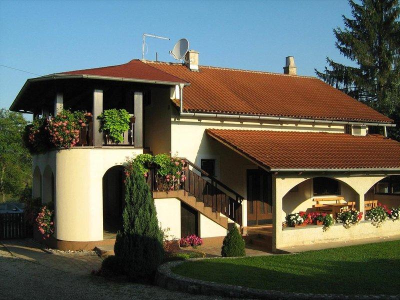 Ferienwohnung 4371-1 für 2 Pers. in Rakovica, holiday rental in Rakovica