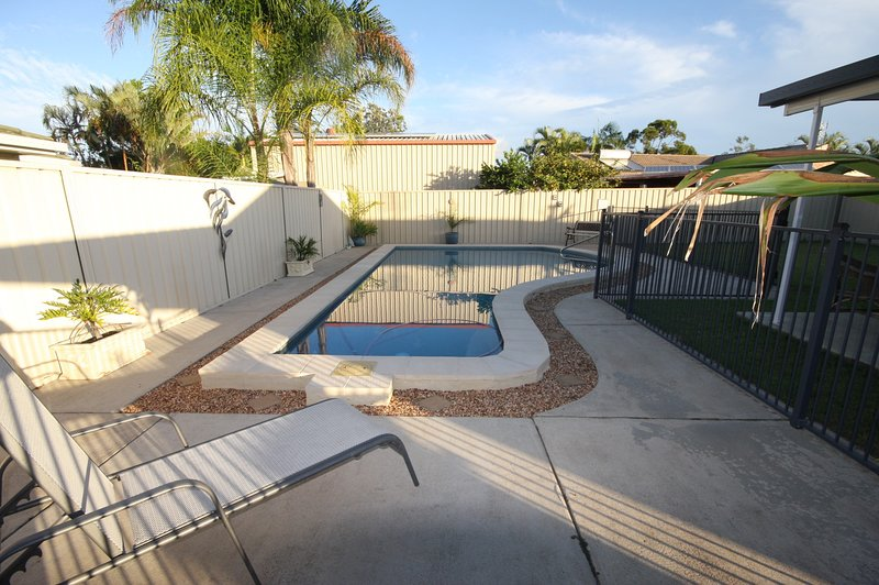 62 Tingira Close - Modern lowset home with swimming pool, outdoor area, ample pa – semesterbostad i Cooloola Cove
