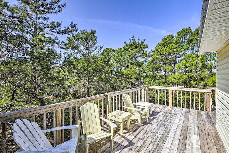This 2,200-square-foot Cape San Blas house comfortably sleeps 8 lucky guests.