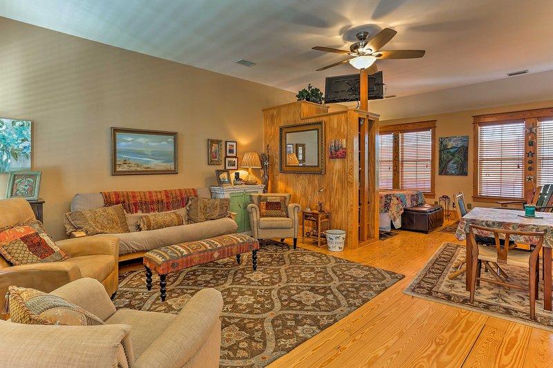 Réservez une escapade romantique à l'île Roanoke dans cet hôtel confortable studio de location de vacances.