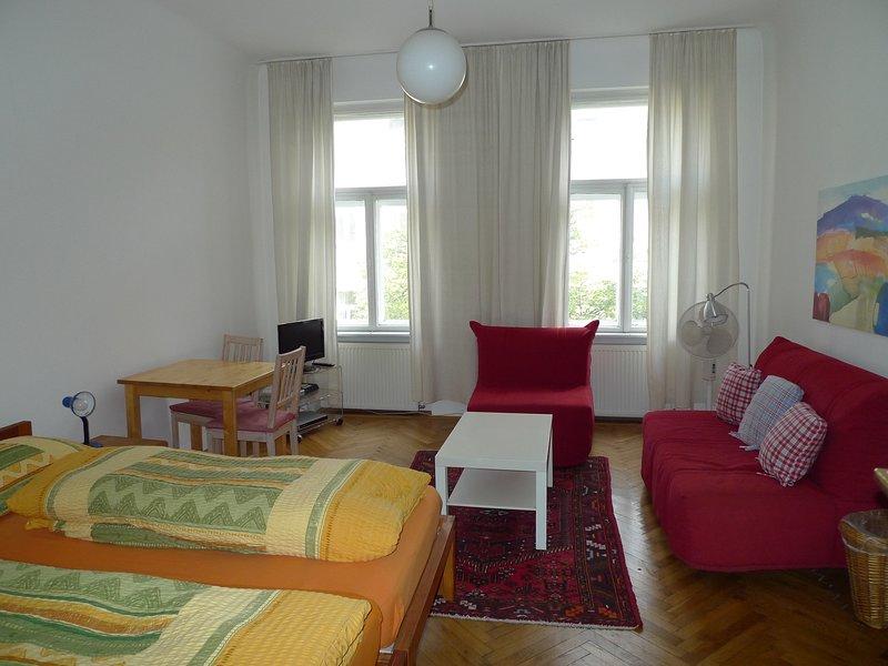 Geräumiges 2-Zimmer Apartment in guter, zentraler Lage Nähe U2-Messe-Prater, holiday rental in Leopoldsdorf im Marchfelde