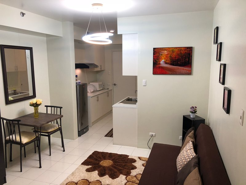 COZY AND CHIC UNIT, vacation rental in Muntinlupa
