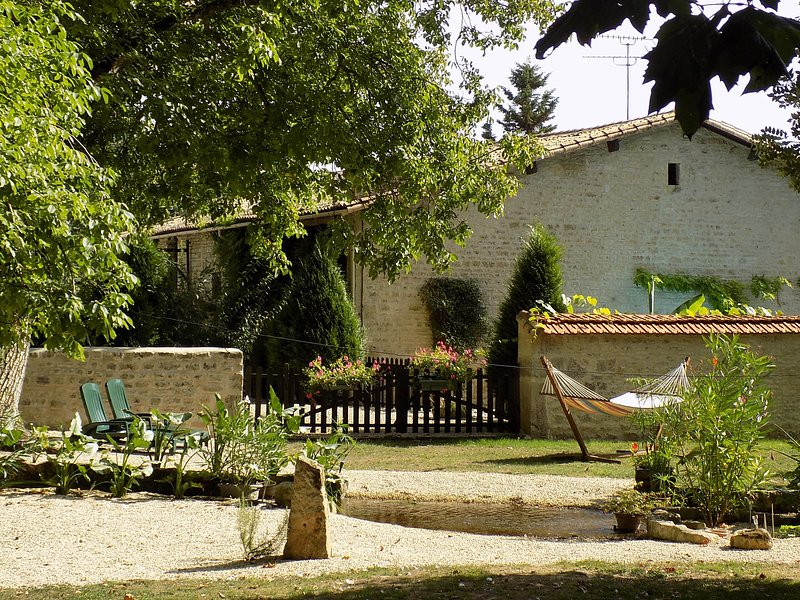 Beautiful Watermill Accomodation With Heated Pool, sleeps 6, Poitou Charentes !, vacation rental in Thorigne