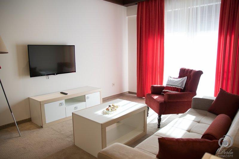 Konačište 'Perla', Zlatibor, Četvorokrevetni apartman ( crveni apartman ), alquiler de vacaciones en Nova Varos