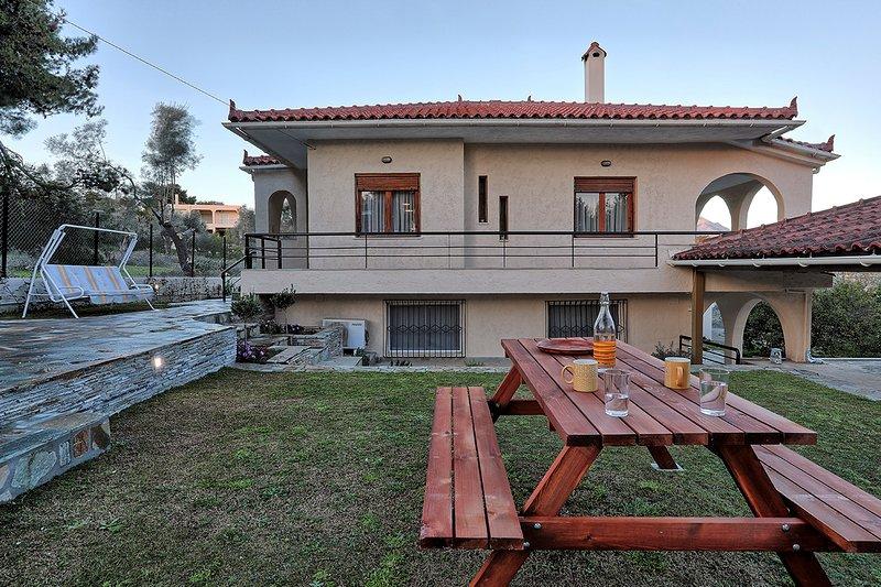 Yorgos' place, holiday rental in Skala Oropou