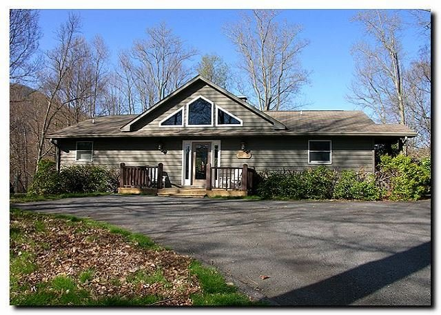 4 Bedroom Lodge, Views, Easy Paved Access, Game Room, Wood Fireplace, WIFI, alquiler de vacaciones en Maggie Valley