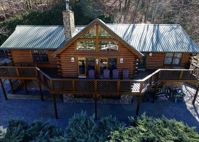 5 Bed 3 Bath Stunning Views, Paved Year Round Access, Hot Tub, Game Room, vacation rental in Maggie Valley