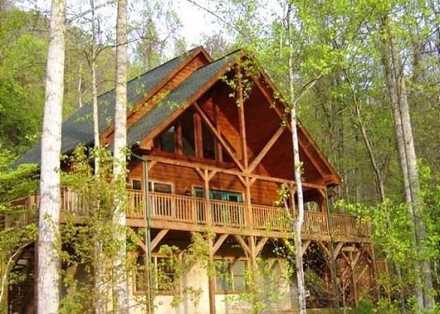 2 Bedroom with Loft 2 Bath Cozy Cabin, Private, Views,Porch, WIFI, Hot Tub, vacation rental in Maggie Valley