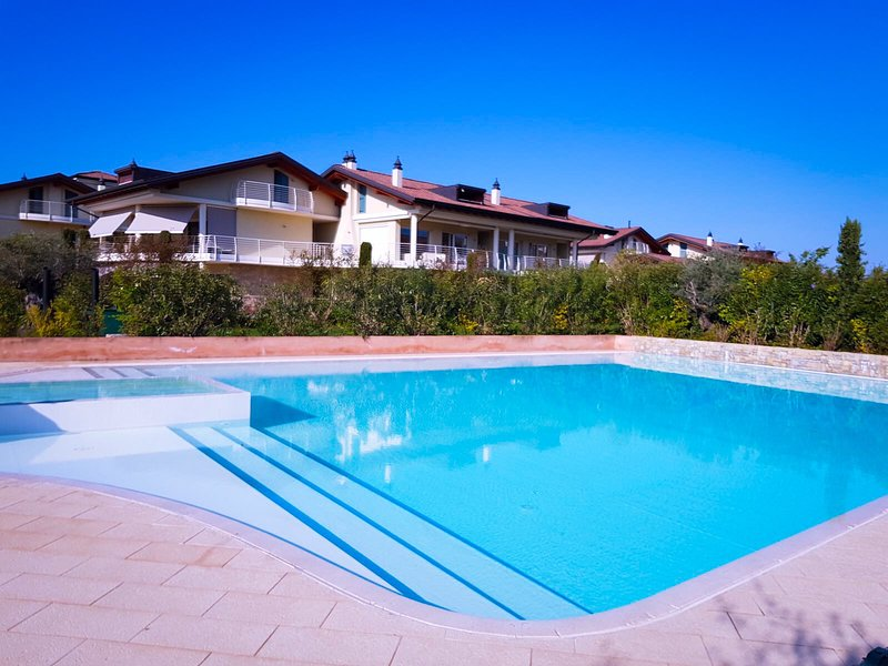 Paradise Luxury apartments, holiday rental in Sirmione