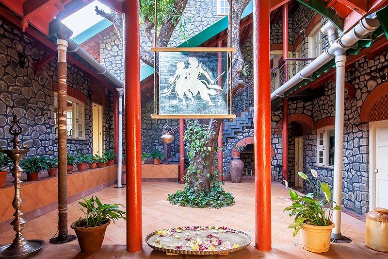 Schöne im Haus Baum und Interieur