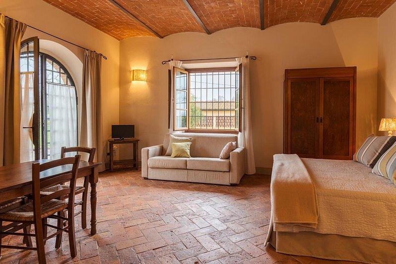 pequeña sala de un apartamento en la planta baja para 2 personas más 2 en sofá-cama