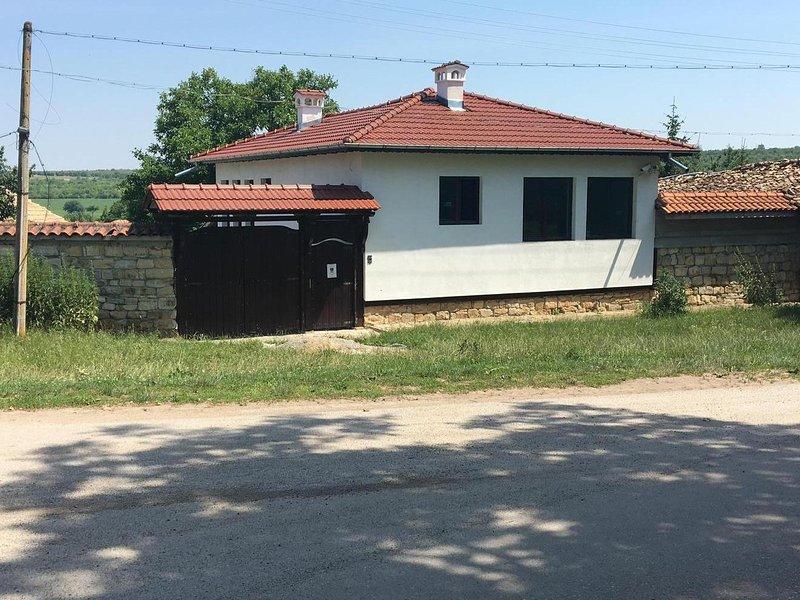 The White House in Palamartsa, Ferienwohnung in Targovishte Province