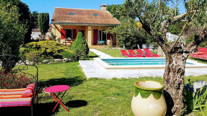 Big villa with swimming-pool & Wifi, holiday rental in Velleron