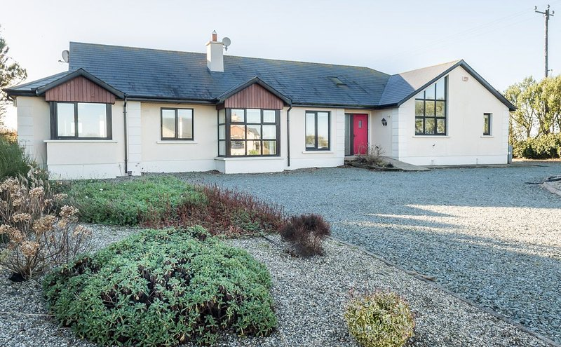 Kilmore Quay Castleview Holiday Home, Kilmore Quay, Co.Wexford - 5 Bed - Sleeps, vacation rental in Bridgetown