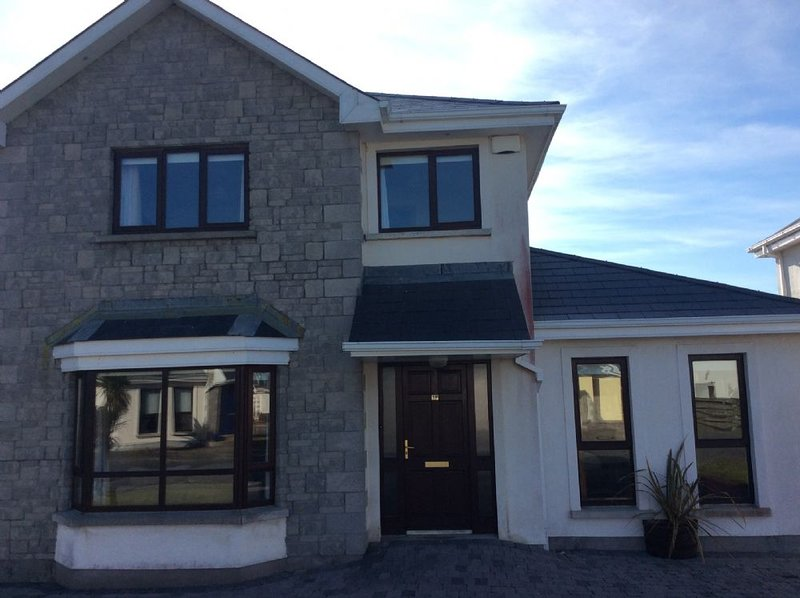 South Bay,  Rosslare Strand, Co. Wexford, 5 Bedroom House, 3  Double Bedrooms an, vacation rental in Rosslare Harbour
