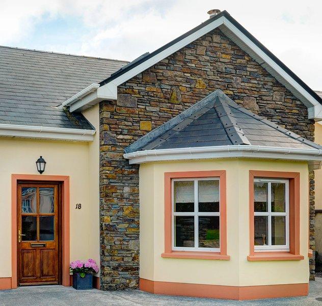Dingle Ard na Mara House 18, Dingle, Co.Kerry - 4 Bed - Sleeps 8 - Dingle Ard Na, holiday rental in Dingle