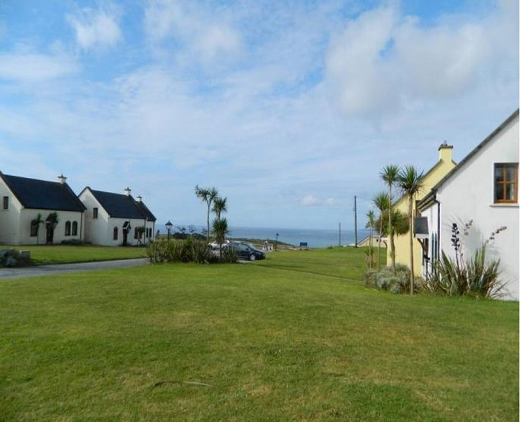 Kinsale Coastal Cottages, Kinsale, Co. Cork, Sleeps 8 - Kinsale Coastal Cottages, holiday rental in Enniskeane