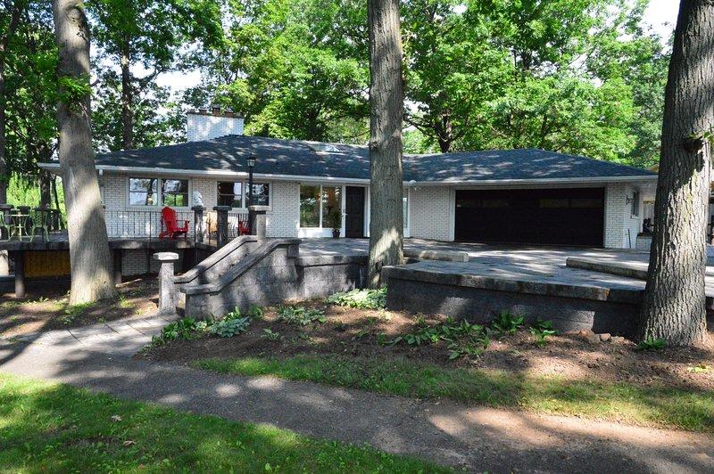 Mindful Manor - 15062 Niagara River Parkway