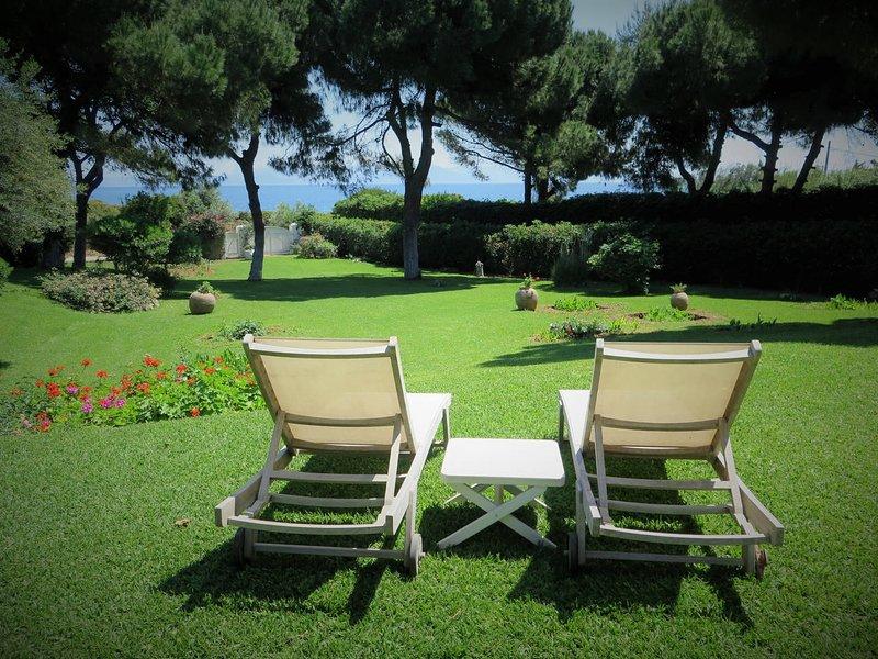 Elegant SeaSide Villa-Close to Athens-TopLocation, vacation rental in Marathon