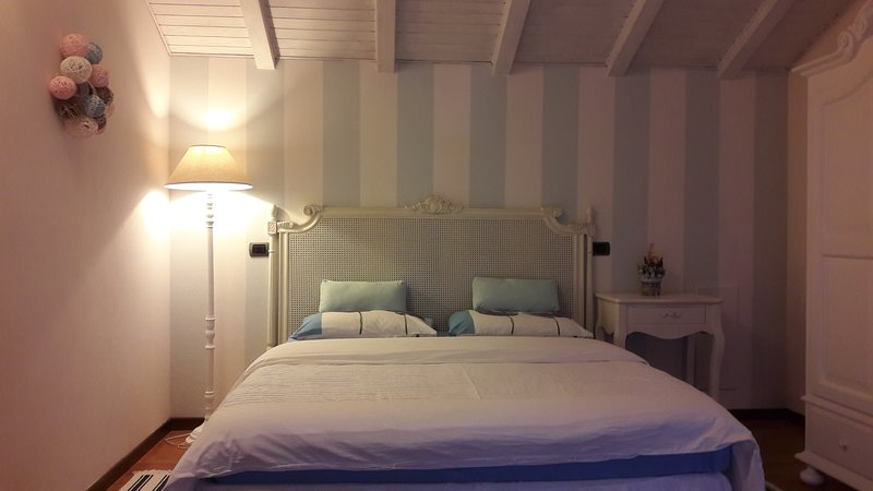 B&B COMO LAKE COTTAGE - Camera Blu, vacation rental in Province of Lecco