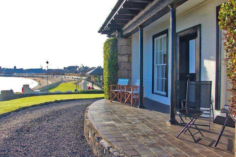 Seaside Cottage, Sea front at Burntisland, location de vacances à Burntisland