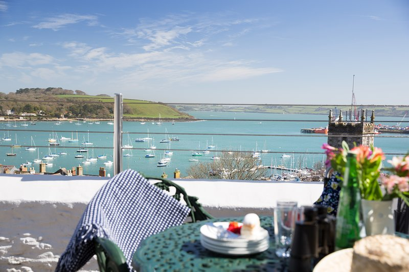 Seaworthy, sleeps 5 with parking and wonderful views, location de vacances à Falmouth