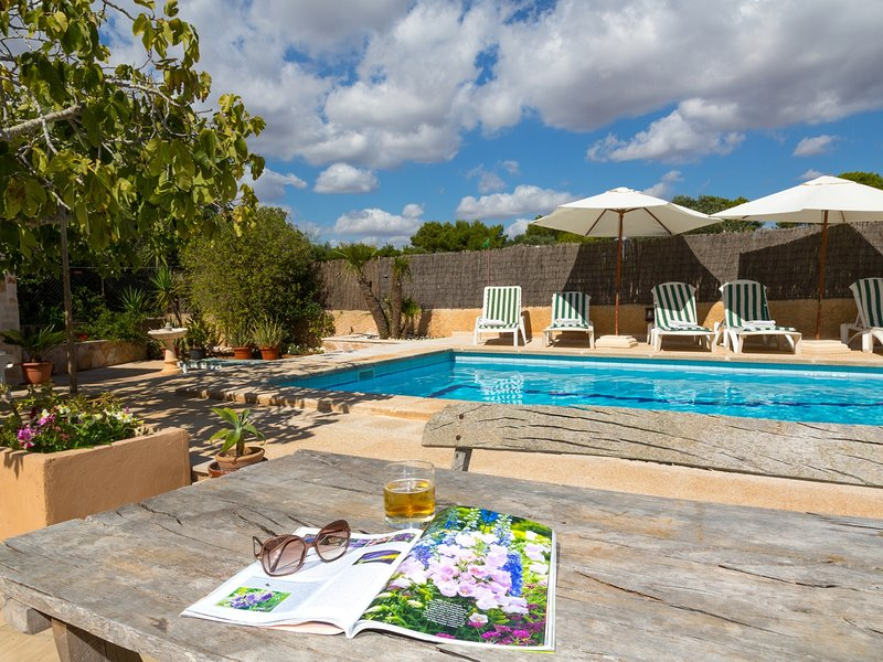 Finca Ca Na Maria. Country House with pool and garden for 6 people in Santanyi, location de vacances à Santanyi