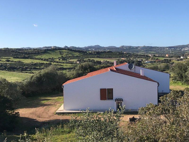 Ruhe genießen in komfortabler Villa mit 140 m² und zwei Hektar Privatgarten, vacation rental in San Pasquale
