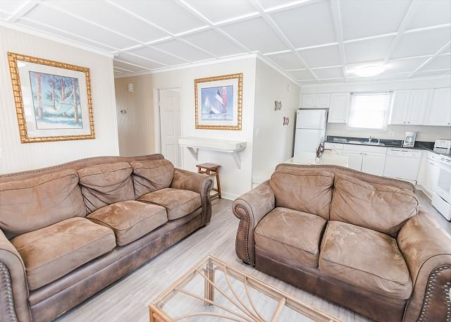 Short walk to Beach, 3 Bedroom/2 Bath Private Home 8 pool access near Main St, vacation rental in North Myrtle Beach