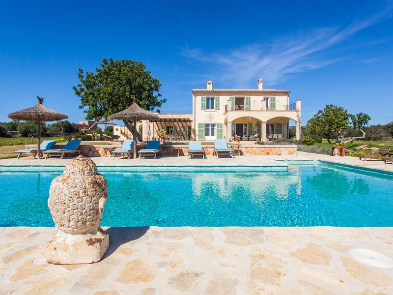 Villa Son Paulo. Exclusive and luxury Villa with pool for 10 people in Santanyi, holiday rental in S'Alqueria Blanca