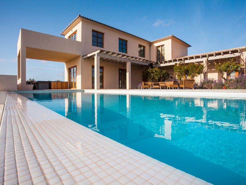 Villa Salamandra. Exclusive Villa with pool for 10 people in Santanyi, casa vacanza a Ses Salines