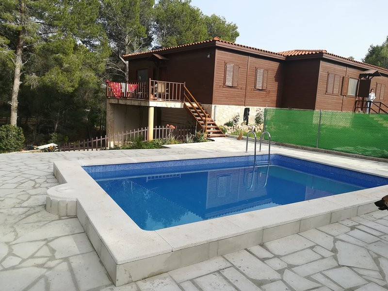 Chalet con piscina privada, vacation rental in Rasquera