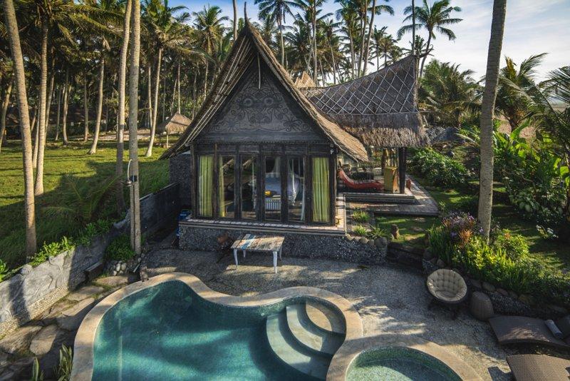 Absolute Beachfront Villa Laut, holiday rental in Tabanan