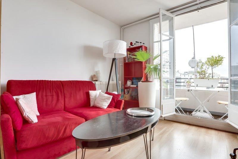 Jean, Studio alcôve avec balcon à 15 minutes du centre de Paris, aluguéis de temporada em Montrouge