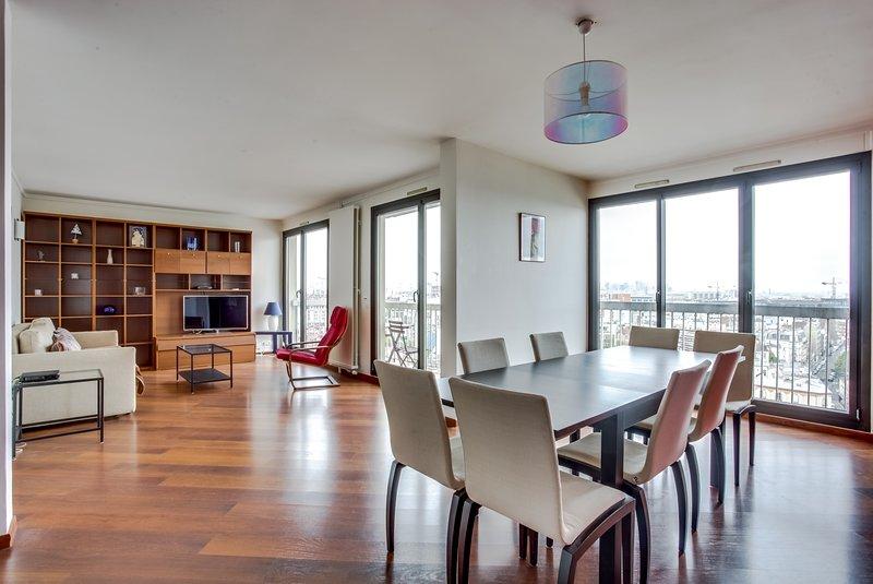Plein Coeur, grand 4 pièces avec balcon et vue sur Paris, casa vacanza a La Plaine-Saint-Denis